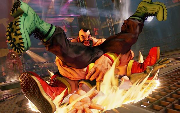 Zangief dá pilão em Charlie Nash em luta de 'Street Fighter V' (Foto: Divulgação/Capcom)