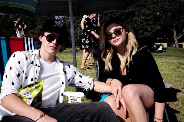 Brooklyn Beckham posta foto com a namorada, Chloe Grace Moretz (Foto: Reprodução / Instagram)