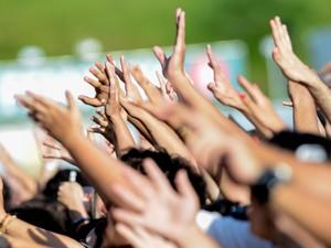 Público vibra durante apresentação de Ellie Goulding, neste domingo (6) (Foto: Flavio Moraes/G1)