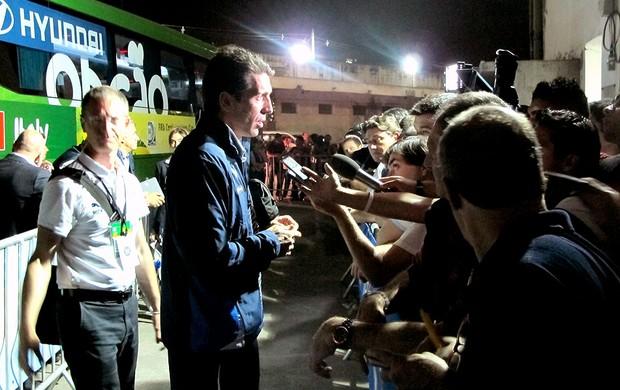 Buffon entrevista Itália amistoso (Foto: Gustavo Rotstein)