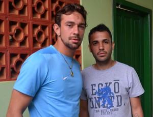 Goleiro Douglas Mohr Ferreira e o lateral Igor Pontes, do Vilhena (Foto: Lauane Sena)