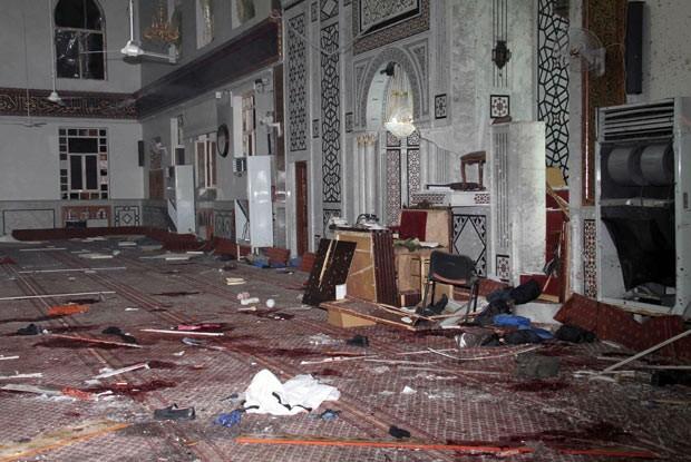 Destruição após ataque a mesquita no centro de Damasco, capital da Síria, nesta quinta-feira (21) (Foto: AFP)