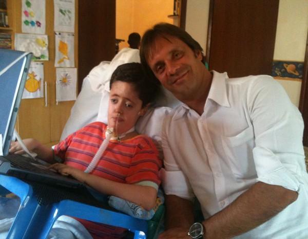 Lucas Bittencourt recebeu a visita do cirurgião torácico Rodrigo Sardenberg na segunda-feira (11) da semana passada (Foto: Raquel Morais/G1)