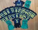 Jogadores do Inter doam uniformes, e Felipe Melo organiza leilão pela Chape