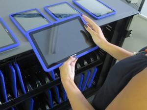 Tablets começaram a chegar nas escolas de Itanhaém, neste ano (Foto: Mariane Rossi/G1)