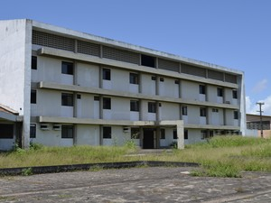 Hospital Metropolitano teve obras paradas por duas vezes (Foto: Abinoan Santiago/G1)