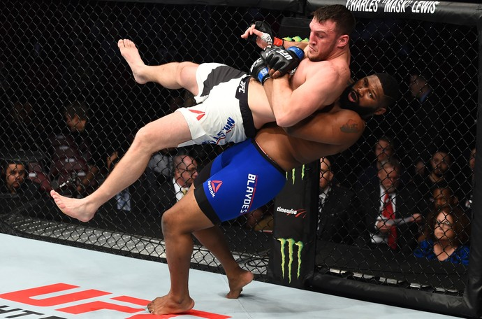 Adam Milstead x Curtis Blaydes (Foto: Getty Images)
