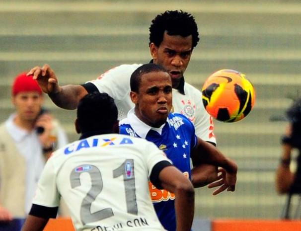 Corinthians e Cruzeiro se enfrentam nesta quarta-feira pelo Brasileirão. (Foto: Marcos Ribolli / Globoesporte.com)