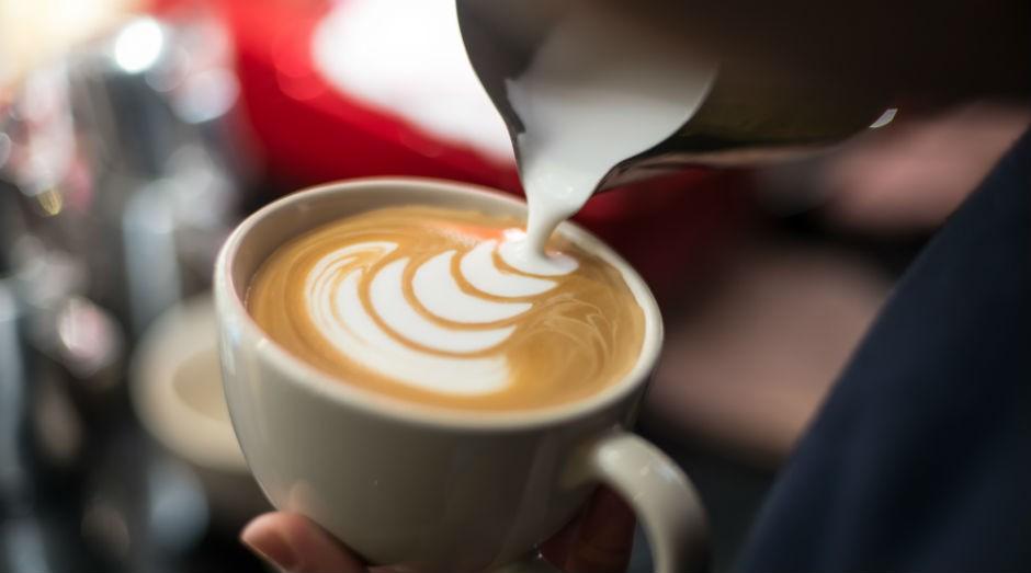Café com leite: nova solução para intolerância a lactose (Foto: Freepik)