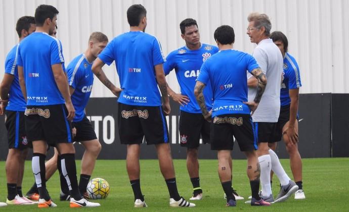 Oswaldo faz três mudanças no Corinthians e mantém Walter no gol
