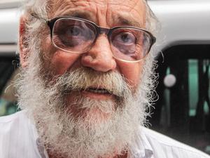 Walther Negrão no velório de Chico de Assis (Foto: Marco Ambrosio/Estadão Conteúdo)