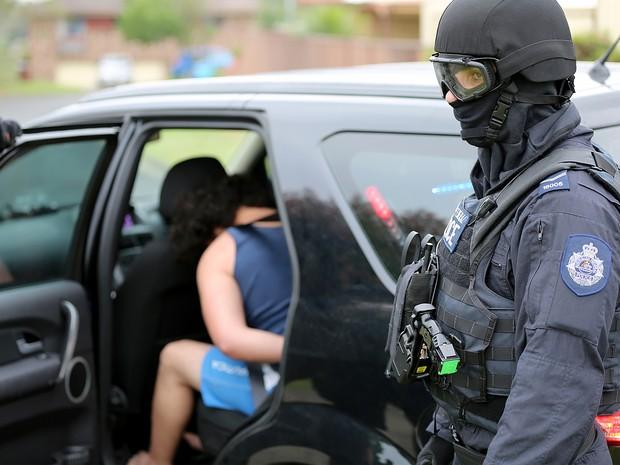 Jovem foi preso durante operação contra terrorismo em Sydney, na Austrália, nesta quinta-feira (10) (Foto: New South Wales Police/AFP)