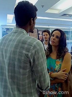 O malandro de Em Família é forçado a fazer uma limpeza no visual (Foto: Em Família / TV Globo)