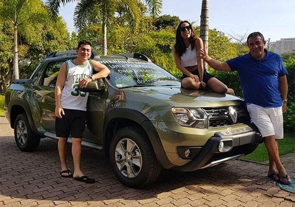 O irmão Renan Machado, Anitta e o pai, Mauro Machado (Foto: Reprodução/Instagram)