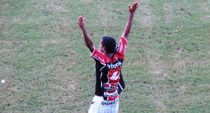 Wellington Saci Joinville Figueirense (Foto: Marcelo Silva)