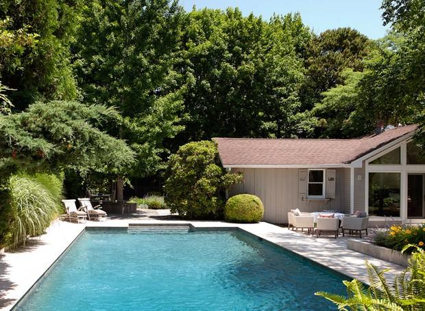casa-de-campo-nova-york-southampton-cecilia-dupire-piscina-área-externa-jardim-natureza (Foto: Costas Picadas/Divulgação)