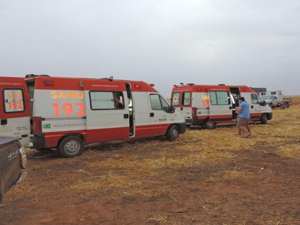 Samu foi acionada para socorrer as vítimas no local do acidente  (Foto:  Blogbraga / Edivaldo Braga)