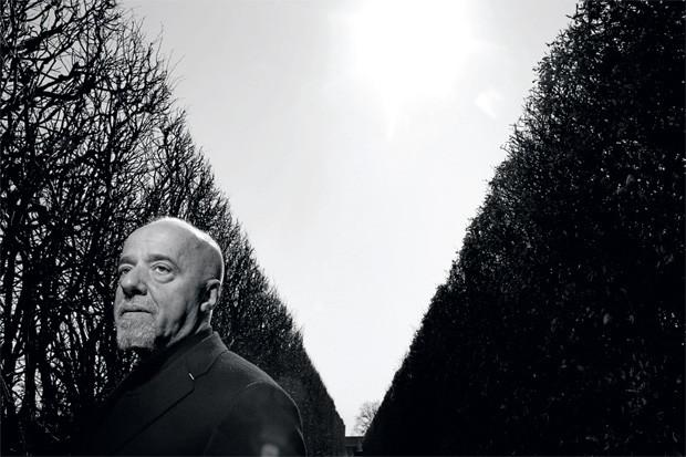 MEDITAÇÃO O escritor Paulo Coelho na Dinamarca, em 2007. Ele diz que, depois do susto que o coração lhe deu em 2011, quer ficar mais tempo na sua casa em Genebra, na Suíça (Foto: Joachim Ladefoged/VII/Corbis)
