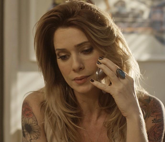 Lenita conta para César que Sirlene sobreviveu ao acidente (Foto: TV Globo)