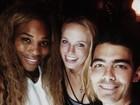 Serena Williams comemora título do US Open com adversária da final
