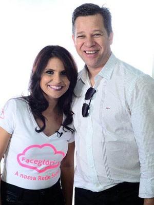 Acir Lopes, criador do FaceGlória, e a cantora Aline Barros, apoiadora da rede social voltada a evangélicos.  (Foto: Divulgação/Acir Lopes)