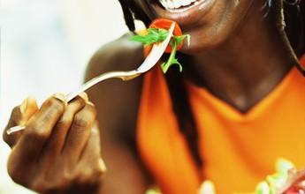 Seis passos que vão te levar a apostar na boa alimentação e retomar o peso