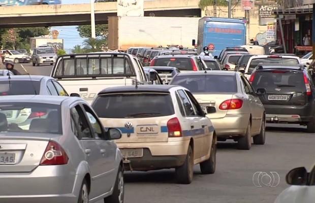 Trânsito na região da BR-153 em Goiânia Goiás (Foto: Reprodução/TV Anhanguera)