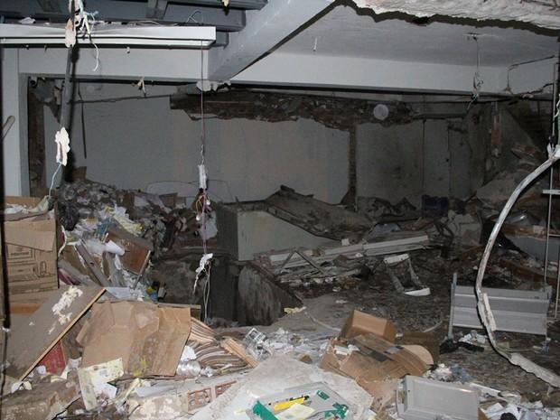 Agência bancária de Cupira ficou destruída após a ação dos criminosos na madrugada desta sexta-feira (8) (Foto: Wesley Santos/Divulgação)
