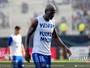 """Jogadores do Emelec vestem camisa em apoio a Miller Bolaños: """"Força"""""""