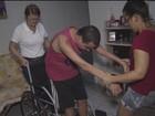 Homem com doença que atrofia músculos pede cadeira motorizada