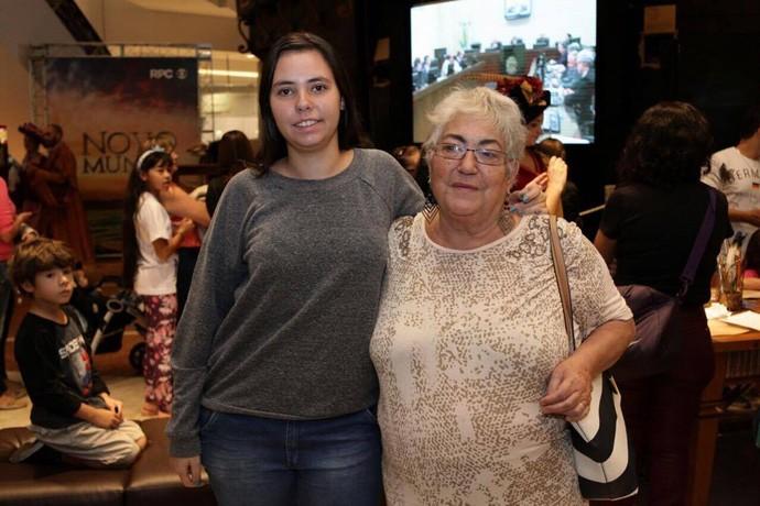 Mércia ao lado da neta (Foto: Luiz Renato Corrêa/RPC)