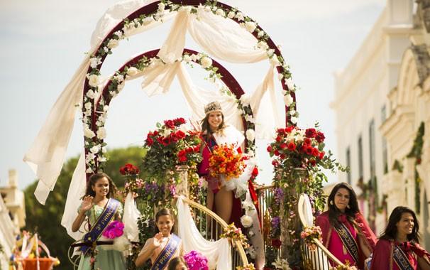 Shirley (Alice Wegmann) desfilando como Miss Esperança  (Foto: João Miguel Jr./ Globo)