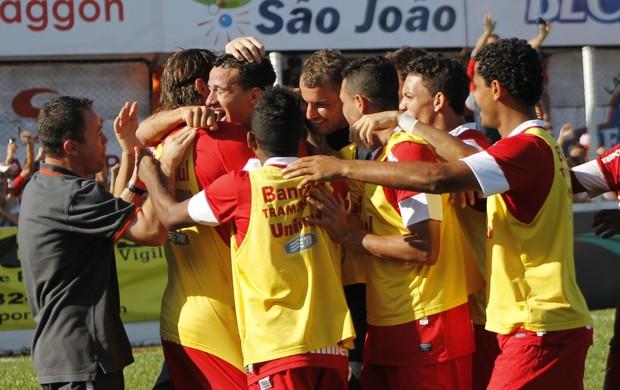 Damião comemora gol no jogo contra o São Luiz (Foto: Diego Guichard/GLOBOESPORTE.COM)
