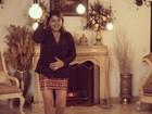Roberta Miranda posa de saia curtinha e faz autoelogio: 'Eita pernão'