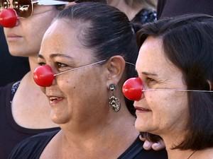 Professores vestiram preto e usaram nariz de palhaço (Foto: Rodrigo Sargaço/EPTV)
