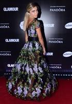 Grazi Massafera aposta em vestido com transparência em premiação