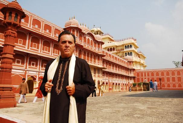 Opash (Tony Ramos) em cena de Caminho das Índias gravada na Índia (Foto: CEDOC Globo)