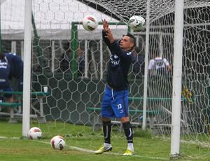 Pará brinca antes de treino do Grêmio em Bogotá (Foto: Lucas Uebel/Grêmio FBPA)