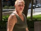 Mulher vai a julgamento por agredir filha de 15 meses em voo nos EUA