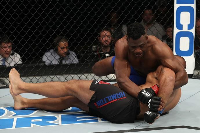 Francis N'Gannou x Anthony Hamilton, UFC Albany (Foto: Getty Images)