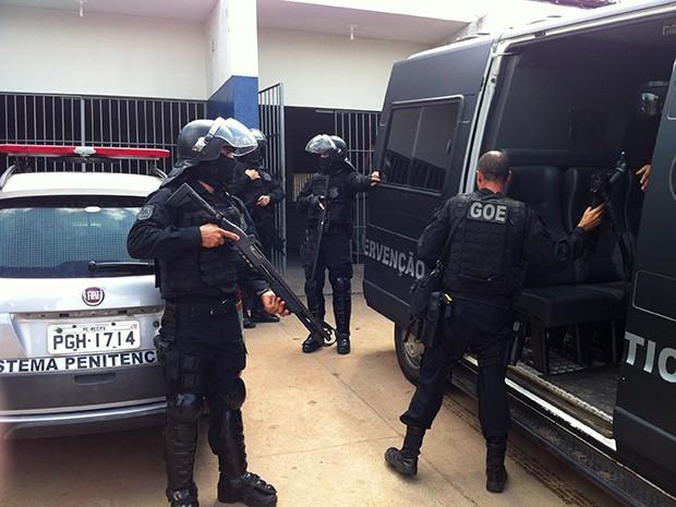 Revista na Cadeia Pública de Natal começou na manhã desta quinta (15) (Foto: Anderson Barbosa/G1)