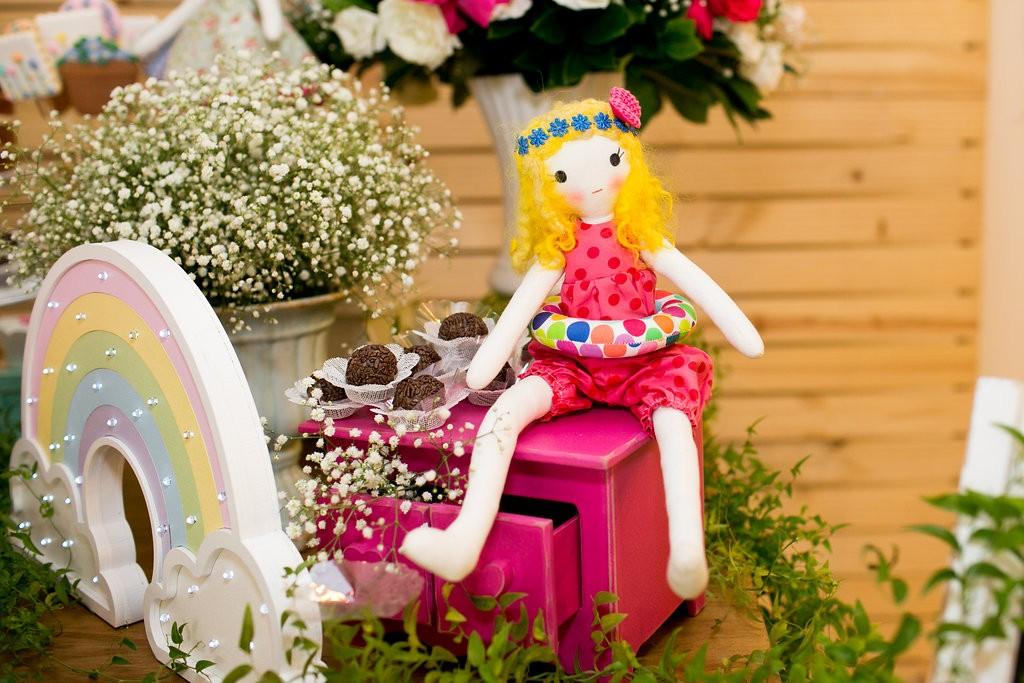 As bonequinhas de pano faziam parte da decoração (Foto: Reprodução / Karin Michels Photography)