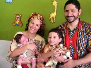 Os acreanos Karoline e Tyago Campelo moram há pouco mais de dois anos em Moçambique (Foto: Arquivo da Família)