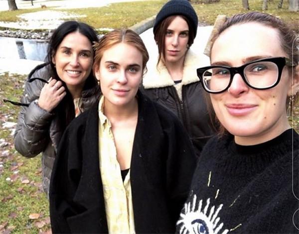Demi Moore, Rumer, Scout e Tallulah Willis (Foto: Instagram)