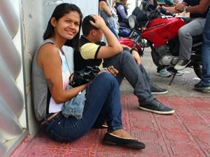 Renata Reis de 26 anos, disse que em sua sala tinha cerca de 12 candidatos (Foto: Luis Henrique Oliveira/G1 AM)