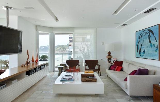 Sala branca: 14 jeitos de decorar (Foto: MCA Estúdio/Divulgação)