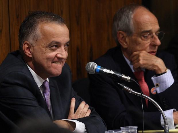 O bicheiro Carlinhos Cachoeira ao lado do advogado Márcio Thomaz Bastos durante sessão da CPI (Foto: Dida Sampaio / Agência Estado)