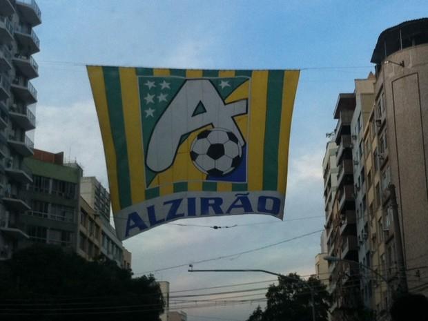Alzirão teve bandeira colocada na tarde desta quarta-feira (14) (Foto: Isabela Marinho/G1)