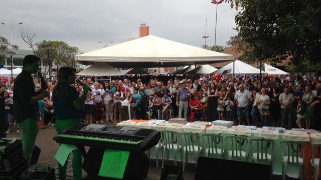 Mercado Público de Joinville ficou lotado  (Foto: Lisandra Nienkoetter/RBS TV)