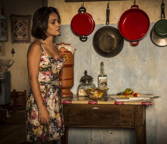 Olívia procura Luzia para conversar (Foto: Inácio Moraes/ Gshow)